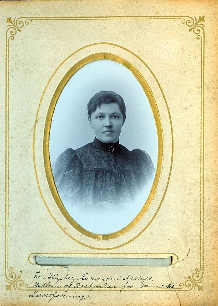 9.28 Fru Høgsberg, Lærerinde i Aarhus.