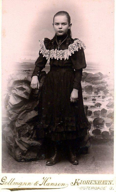 14.44  Louise Høst ? 1894
