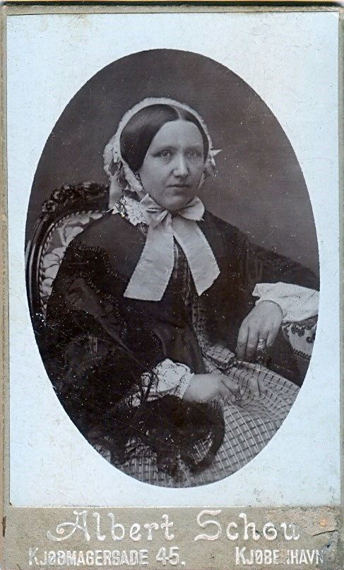 19.14 Signe Petersen, f. Selin,død 1902.