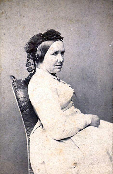 19.15 Signe Petersen, f. Selin,død 1902.