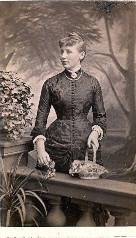 19.24 Ukendt kvinde, fotograferet hos Philip Levald, Helsingør