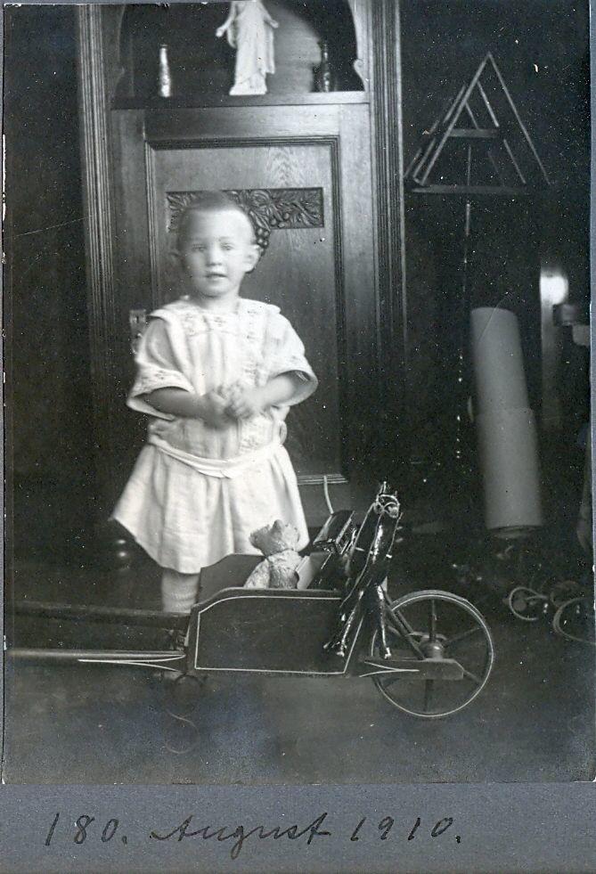 30.180 Axel Schmuhl, august 1910