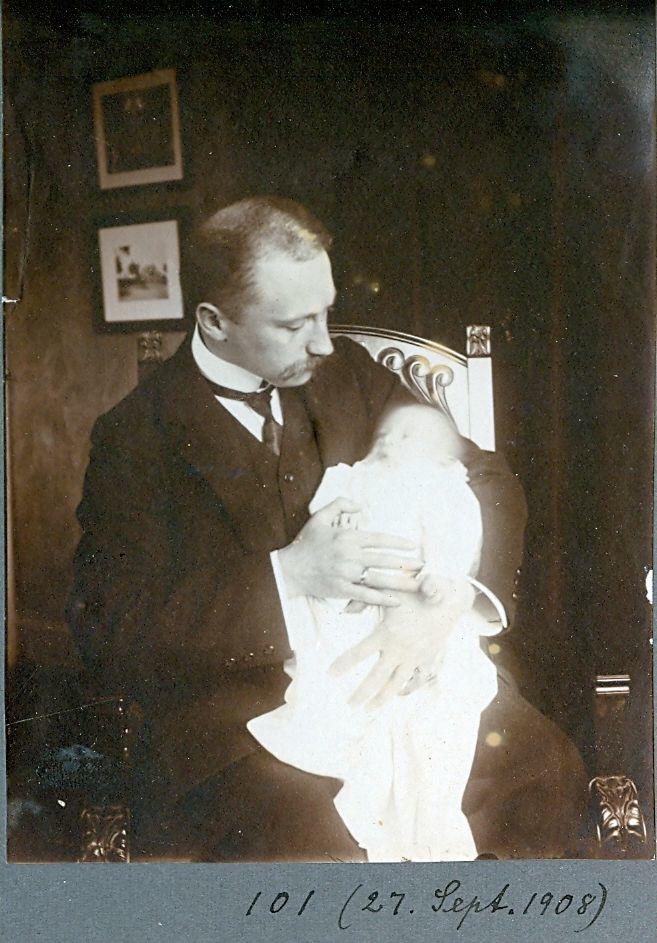 30.101 Wilhelm Schmuhl med sønnen Axel, 27.sept 1908