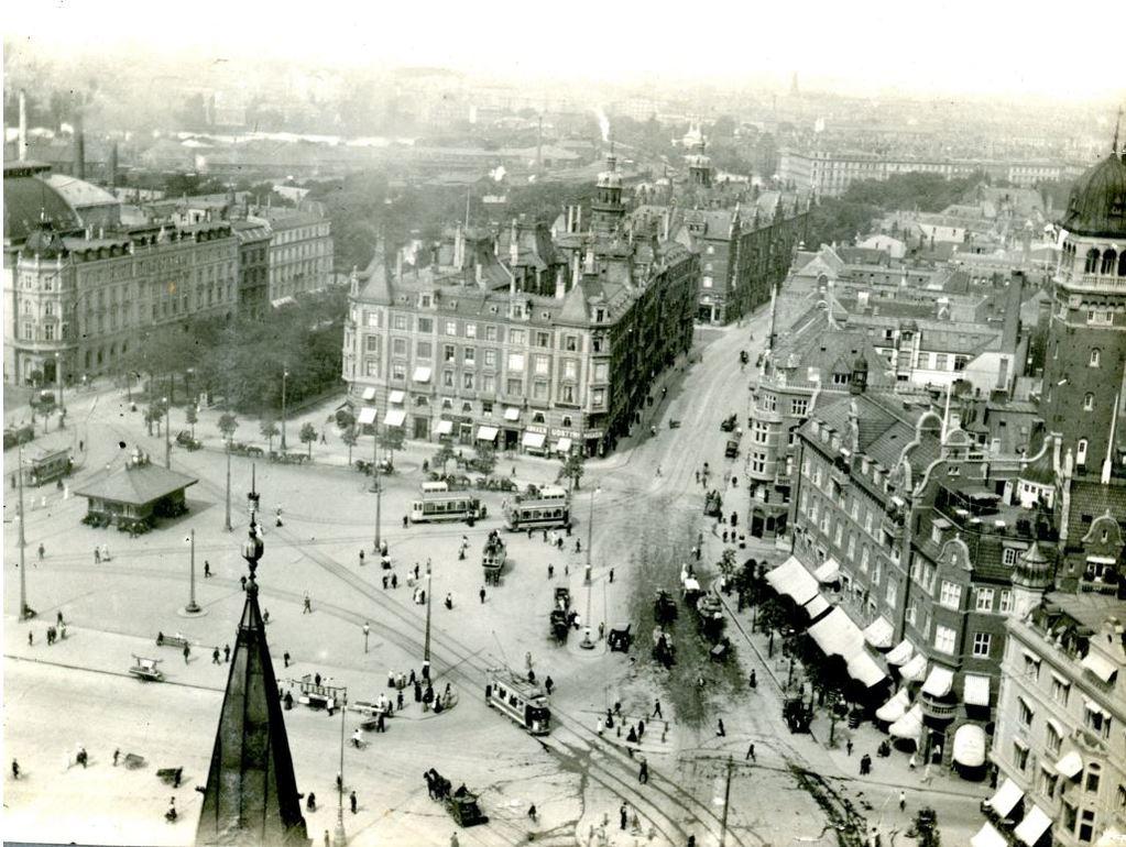 30.129 Rådhuspladsen set fra Rådhustårnet 11. august 1909