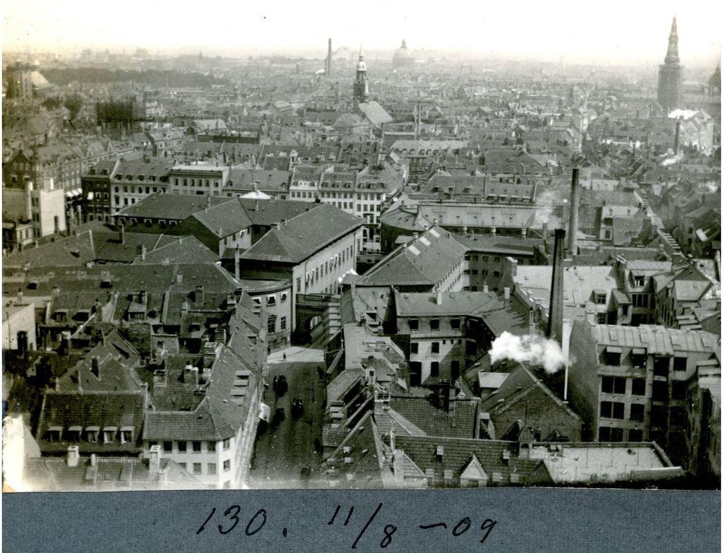 30.130 Rådhuspladsen set fra Rådhustårnet 11. august 1909.København 1550 V