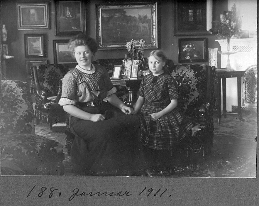 30.188 Formodentlig Franziska Ebert og datteren Else, januar 1911