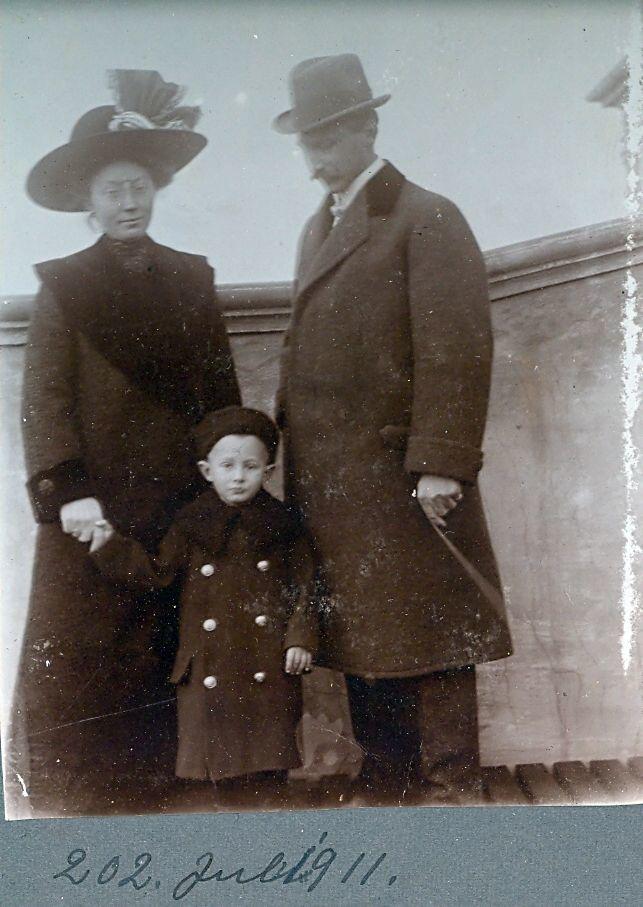 30.202 Wilhelm, Erna og Axel Schmuhl, juli 1911