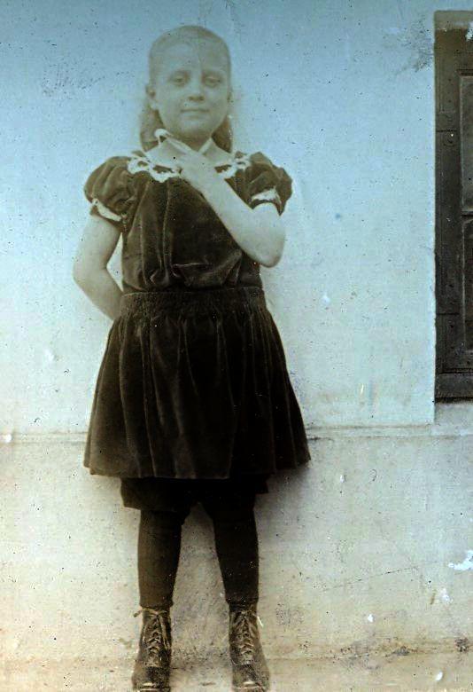 Må være Else Ebert ( f. 1902)