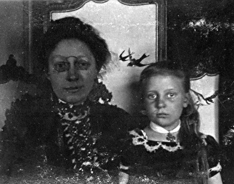 Erna Schmuhl med lillesøster Else Ebert f. 19.6.1902