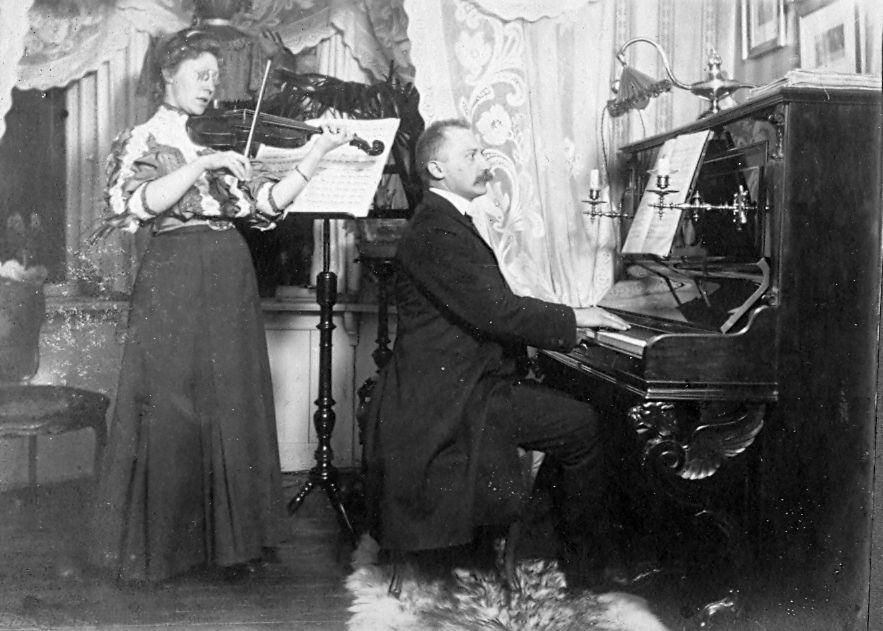 Erna og Wilhelm Schmuhl. Sommer 1908