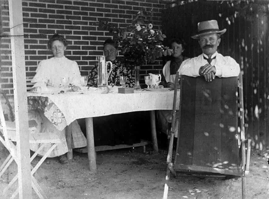 30.79  juli 1908 i Allindelille (ved Ringsted) Erna og Wilhelm Schmuhl. 4370 St. Merløse