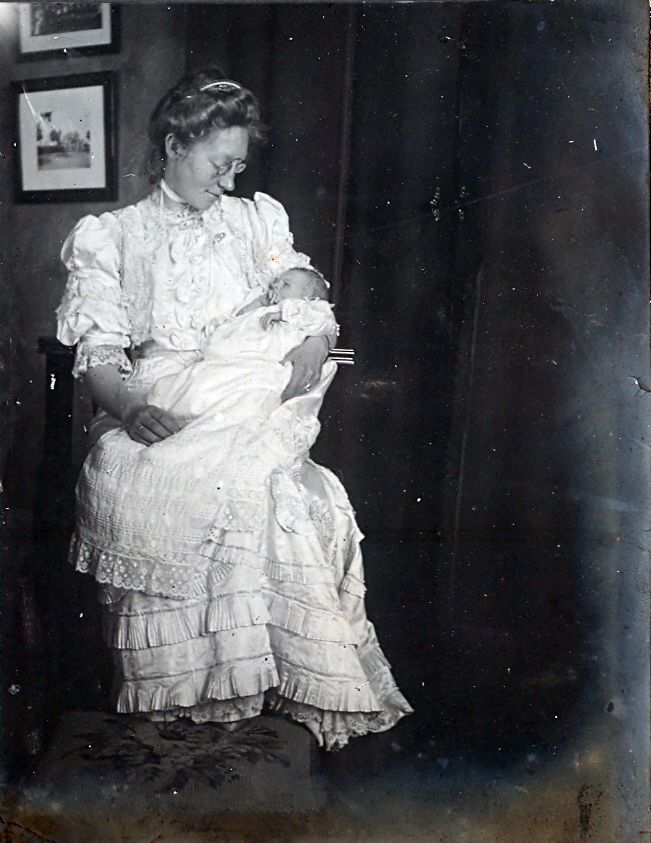 30.95 Erna Schmuhl med førstefødte Axel født 26.8.1908