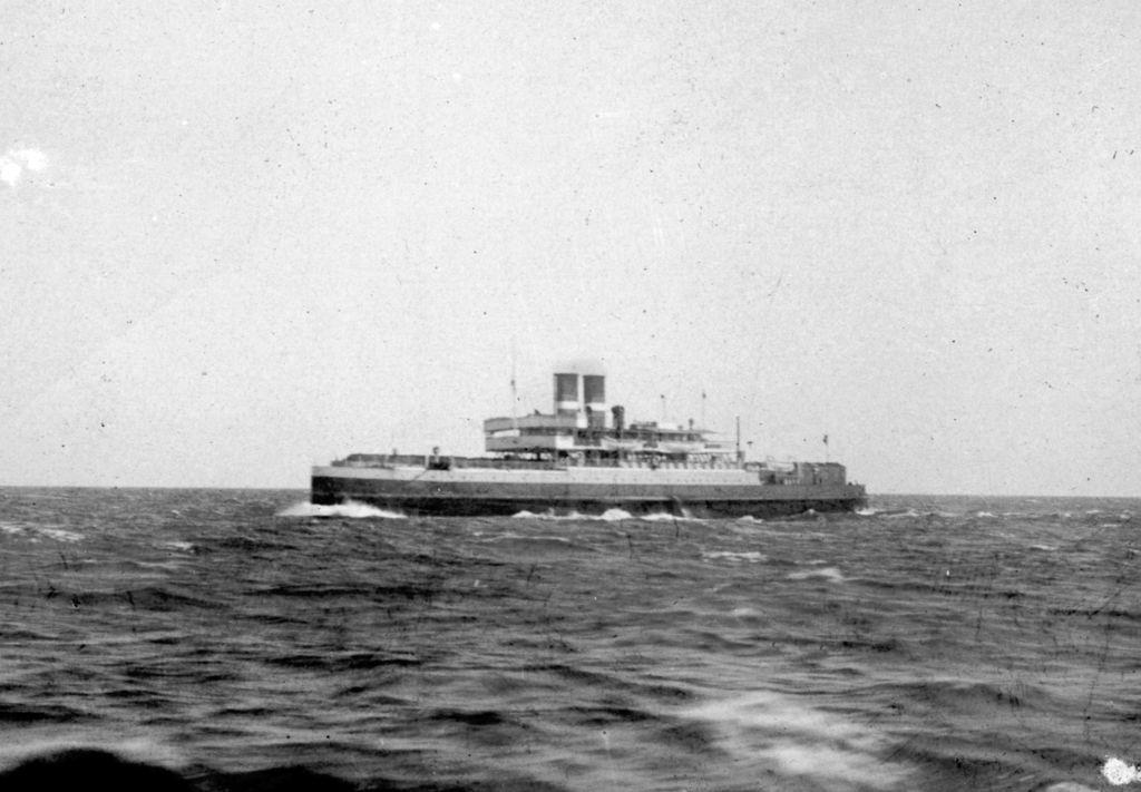 30.17  Færgen er s/s Prins Christian, bygget 1903 Helsingør og åbnede Gedser-Warnemünde samme år. Billedet er dateret 1907.