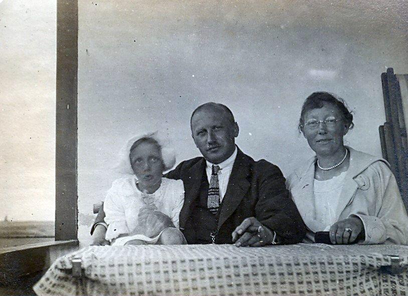 30.335 Clara, Wilhelm og Erna Schmuhl cirka 1916
