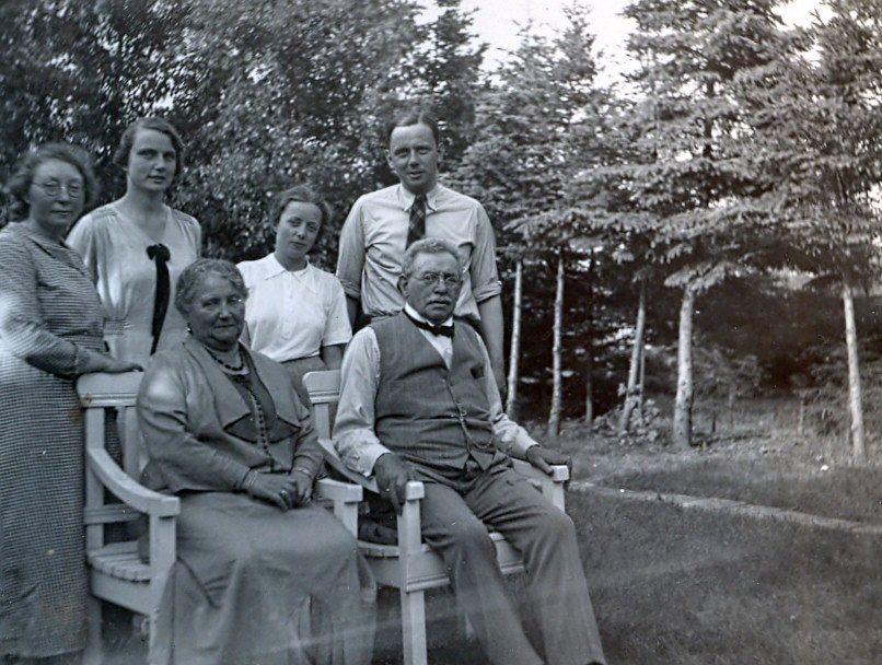 30.414 Franziska og Hermann Ebert på bænken.