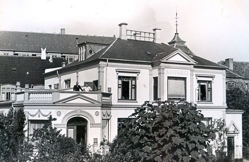 30.483 Villa Sans Souci, Chr. II plads 9, nu Chr. II Alle nr.23.