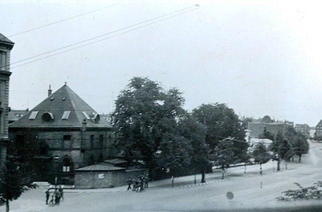 30.745 Åboulevard med udsigt til hjørnet ved Ewaldsgade. Forår 1944