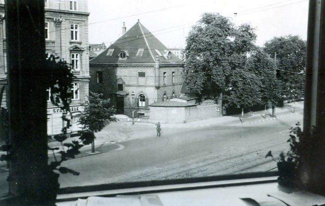 30.747 Åboulevard med udsigt til hjørnet ved Ewaldsgade. Forår 1944