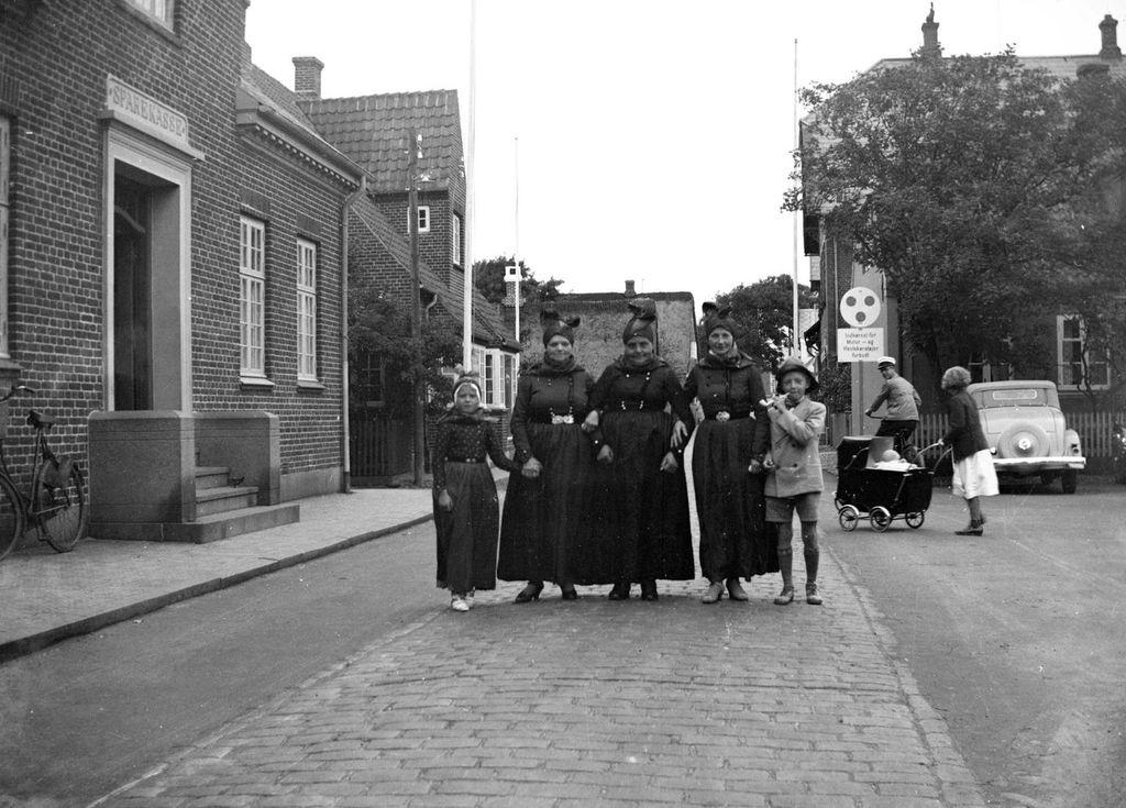 22.26  Sparekassen, Tinghustorv 51, Nordby, Fanø 1937. FB Fanø 4.7.2020