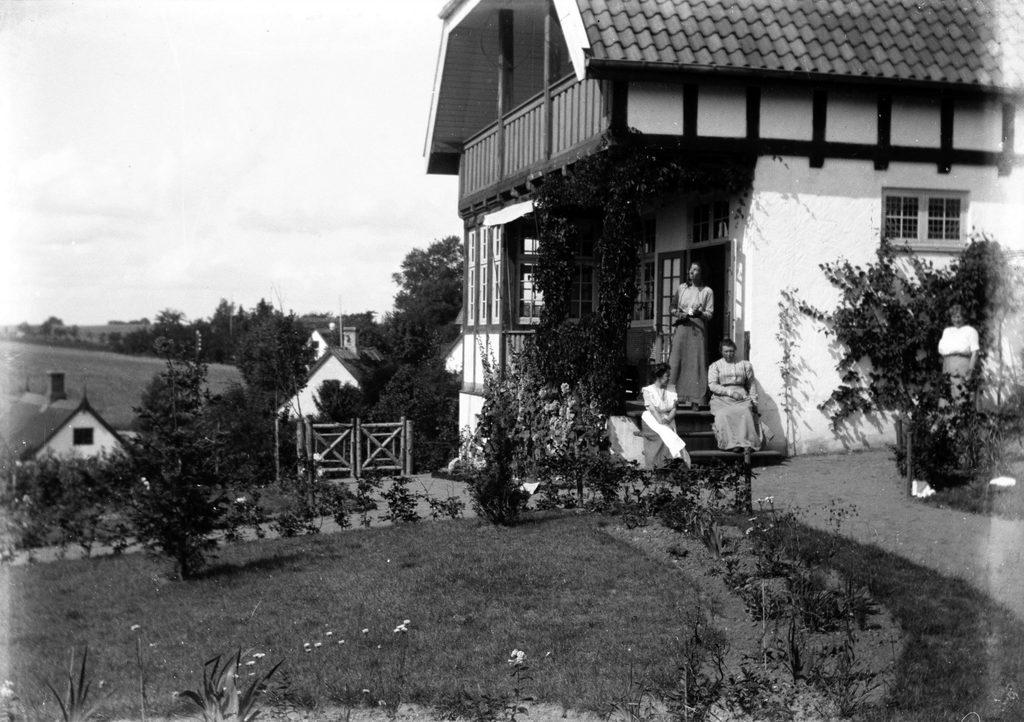 17.2 Villa Bakkebo, Skolebakken 10, Humlebæk.FB-Humlebæk 1.5.2021
