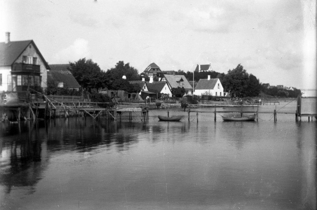 17.3 Villa Bakkebo, Skolebakken 10, set fra Sletten Havn