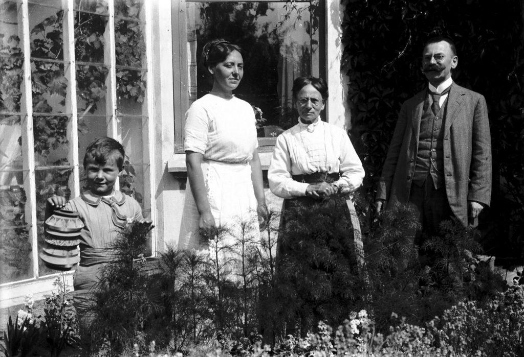 6.8 måske Skolebakken 10, Humlebæk år 1913