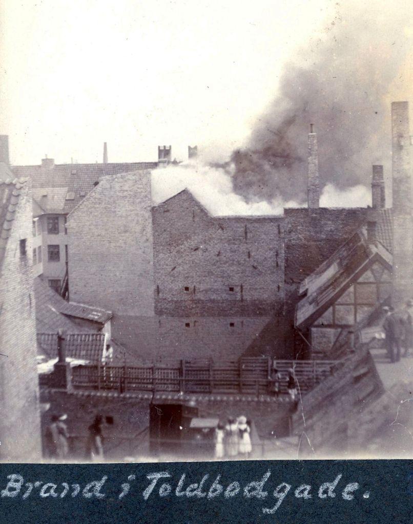 70.222 Brand i Toldbodgade cirka år 1920.