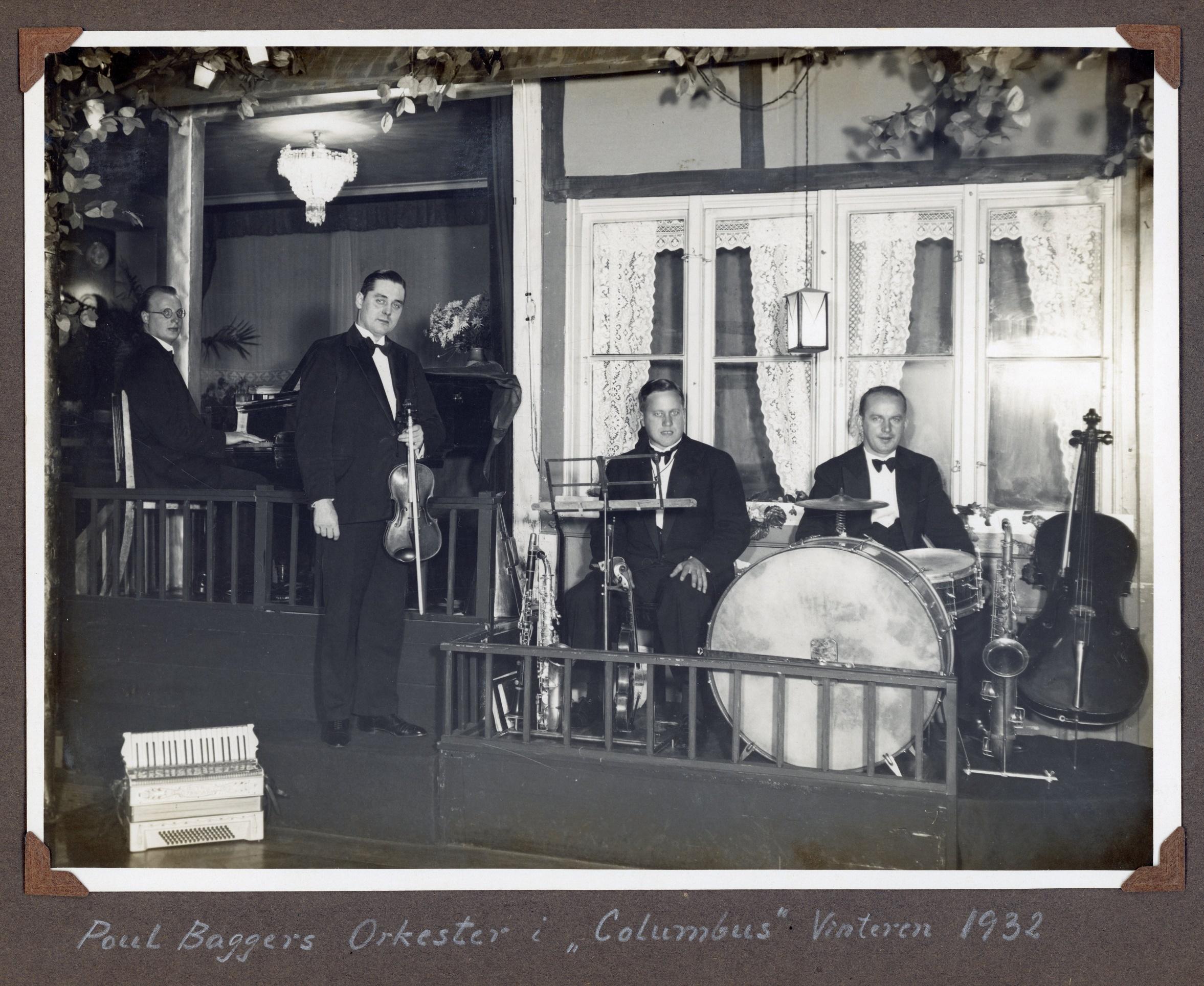 "70.302 Poul Baggers orkester spiller i "" Colombus """