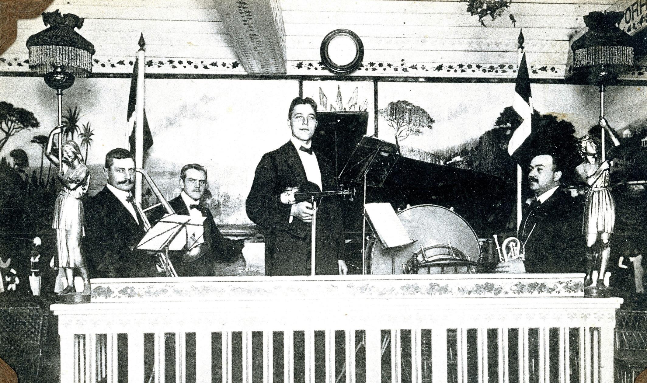 70.305 Harald Mortensens orkester St. Vibenshus ca. 1909
