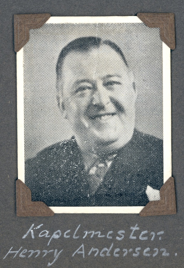 70.386 Kapelmester Henry Andersen.